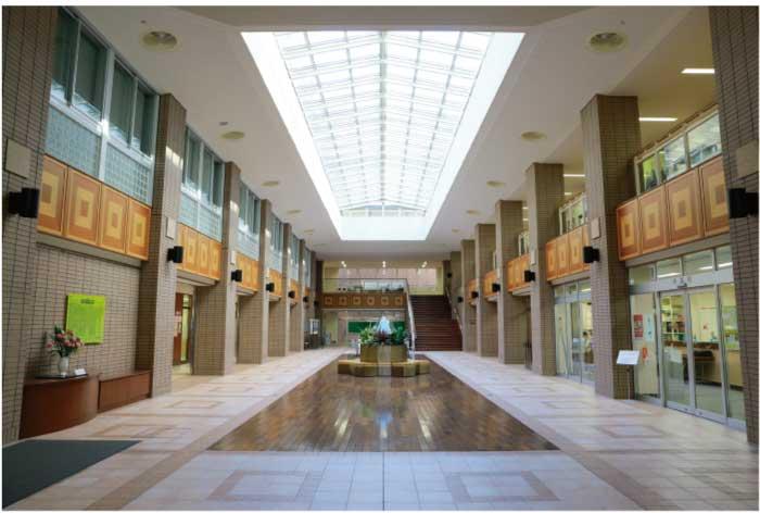 校舎1階の生徒ホール